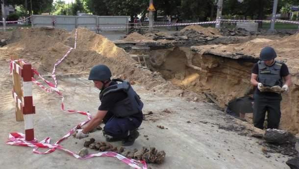 В Чернигове работники ГСЧС уничтожили 33 минометные мины времен Второй мировой войны