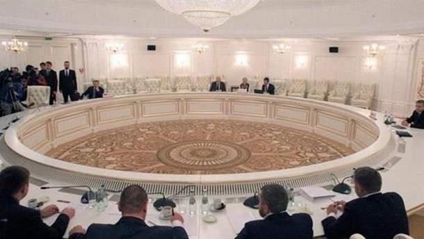 """Россия продолжает настаивать на """"особом статусе Донбасса"""""""