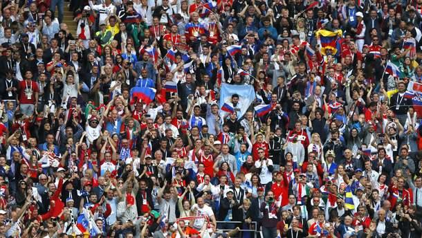 На открытии ЧМ-2018 в России развернули флаг Украины