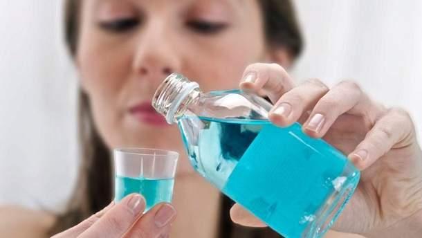 Медики рассказали об опасности ополаскивателей для рта