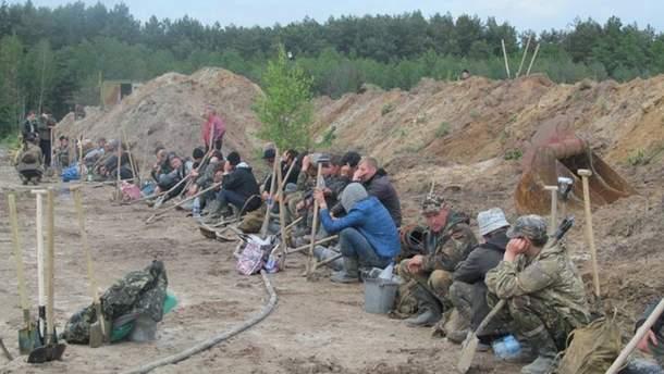 На Рівненщині бурштинокопачі побили правоохоронців