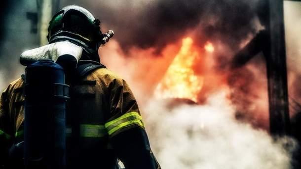 Пожежа виникла у 9-поверховому житловому будинку в районі другого поверху