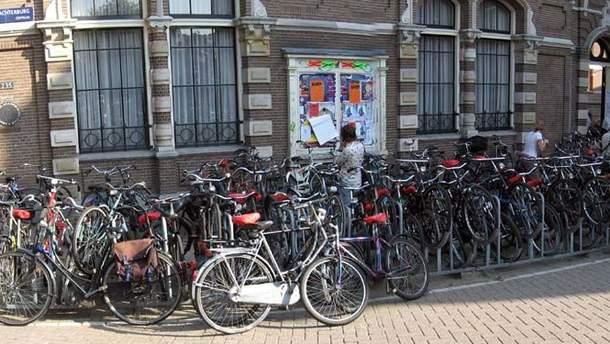 У Нідерландах висунули ідею доплачувати працівника, які їдуть на роботу на велосипедах