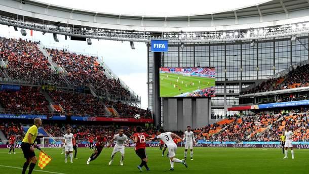 Пустые трибуны на стадионе в Екатеринбурге