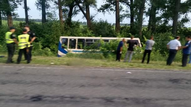 На Сумщині перекинувся маршрутний автобус