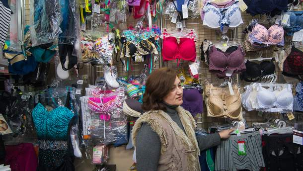 Депутат Тернопольского горсовета призвал местные власти запретить продажу нижнего белья во время религиозных праздников