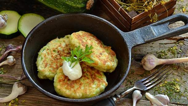 Як приготувати оладки з кабачків: простий рецепт страви