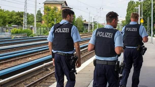 В Берліні невідомий напад на людей в електричці: є поранені