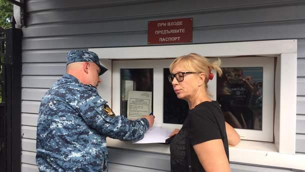 Людмилу Денисову не пустили на встречу с Карпюком