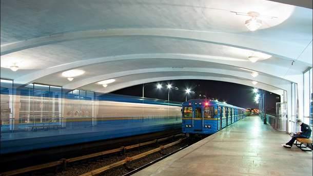 Двое подростков прыгнули под вагон поезда метро в Киеве