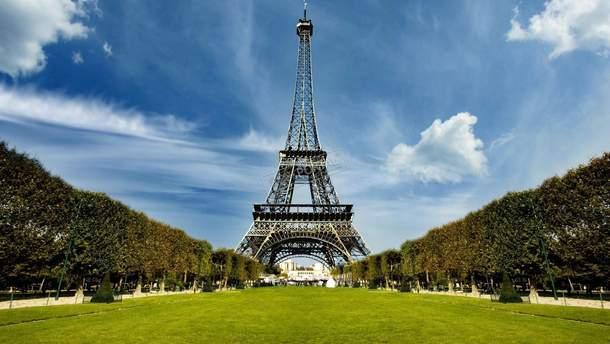Система защиты Эйфелевой башни представляет собой стеклянную стену толщиной в 6,5 см