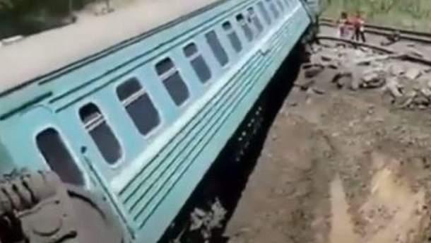 В Казахстане перевернулся пассажирский поезд