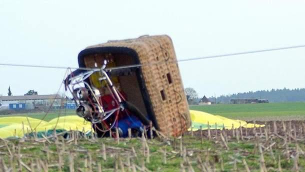 У Німеччині повітряна куля впала з десятиметрової висоти