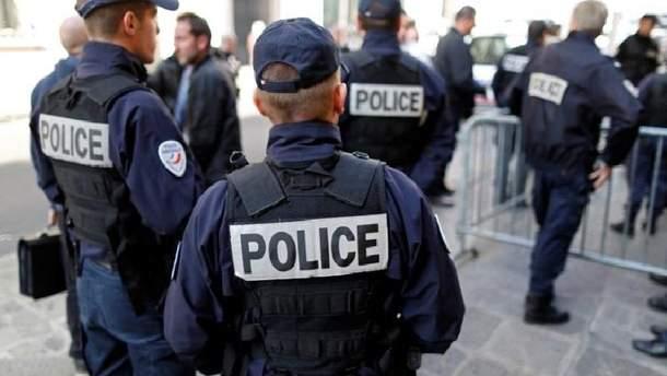 За інформацією правоохоронців, водій на автобусі зник із місця події.