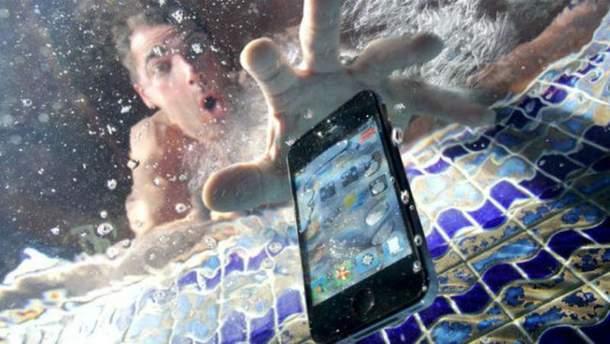 Які смартфони мають найкращий захист від води