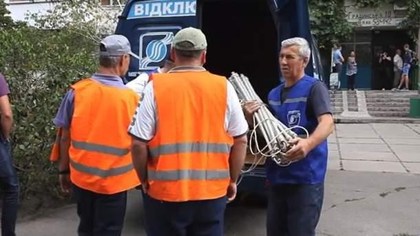 В Киеве должникам за коммунальные услуги начали отключать коммуникации: видео