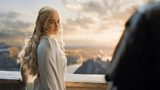 """Емілія Кларк зворушливо попрощалась зі зйомками у """"Грі престолів"""""""