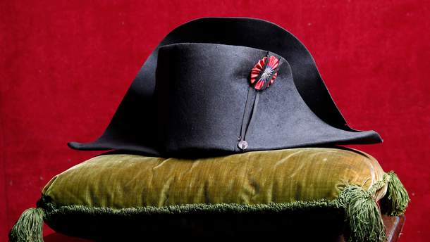 Легендарную военную шляпу Наполеона продали