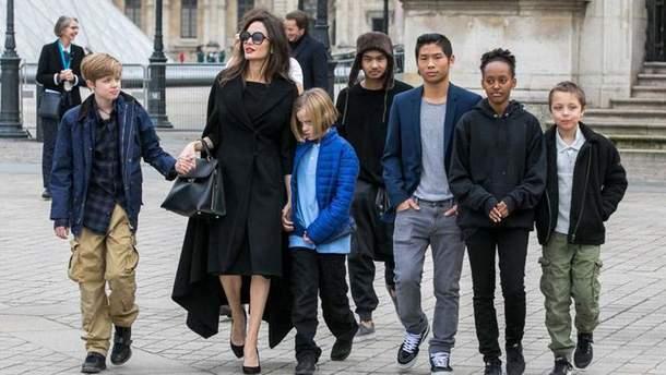 Заздрісна мама-параноїк, – Анджеліну Джолі гостро розкритикували в мережі