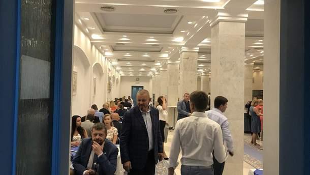 Депутати у їдальні Верховної Ради