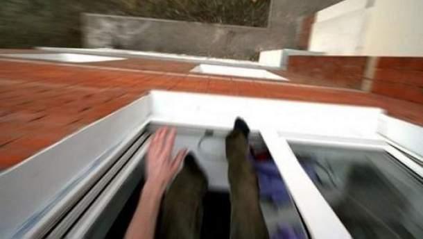 Во Львове 75-летний львовянин выпал из окна седьмого этажа