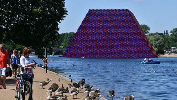 У Лондоні з'явилась незвична інсталяція, яка здивувала весь світ