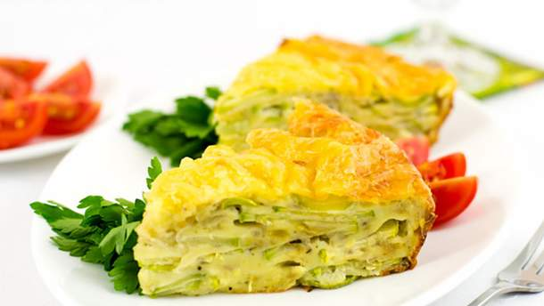 Для смачного та корисного сніданку пиріг з кабачків нашвидкуруч