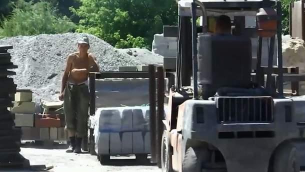 """В Днепре """"арендовали"""" срочников: солдатам приказали работать на частном заводе"""
