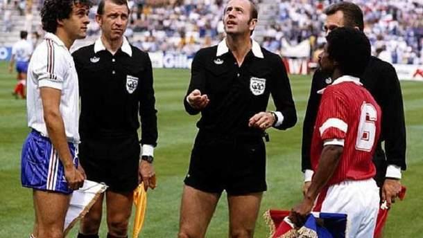 Мирослав Ступар работает на матче ЧМ-1982 Франция – Кувейт
