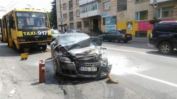 У центрі Тернополя зіштовхнулися одразу 5 автомобілів