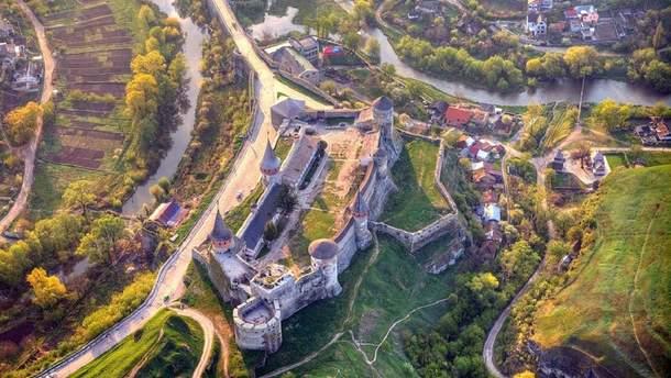 Неприступна краса: Кам'янець-Подільську фортецю показали з висоти пташиного польоту