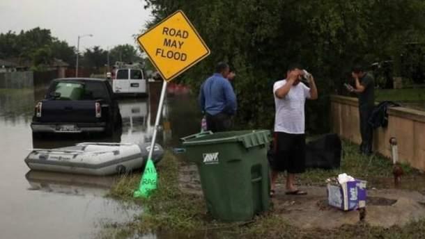 Непогода на юге США затопила дороги, машины и дома