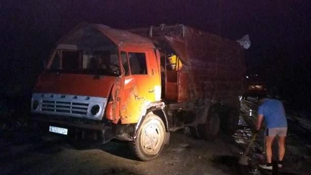 В Днепре перевернулся грузовик с химикатами