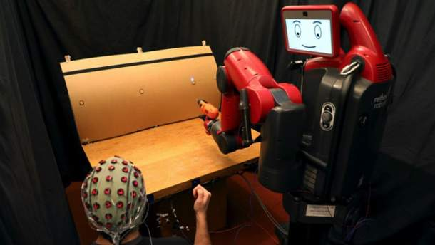 Робот читає думки