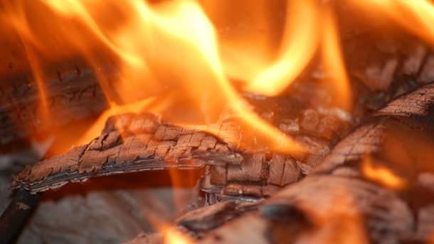 """У Євпаторії спалахнула масштабна пожежа: горить пансіонат """"Арсенал"""""""