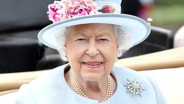 Елизавета II посетила конные скачки