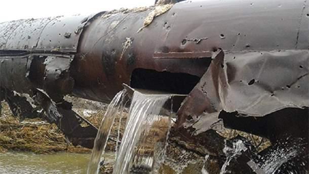 Через значний витік існує загроза подачі питної води для 1,3 мільйонів мирного населення.