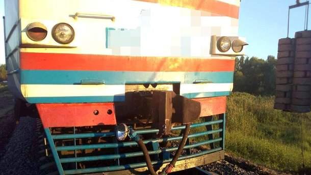На Харьковщине мотоцикл въехал в поезд, два человека погибли