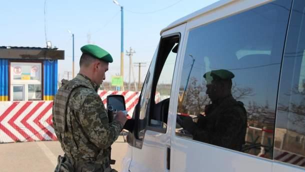 Більше 200 автівок стоять у чергах на КПВВ Донбасу