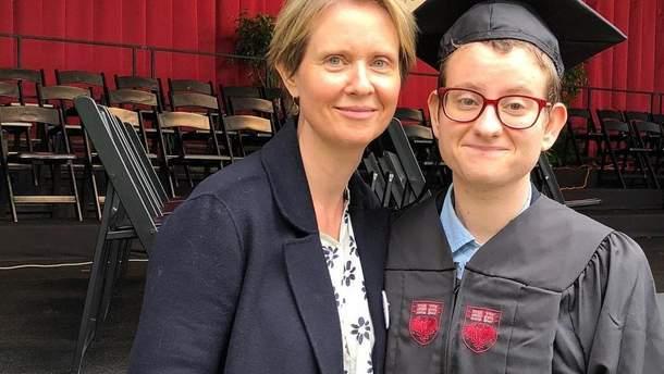 Синтия Никсон показала сына-трансгендера после смены пола