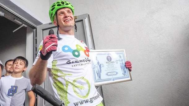 Польский велосипедист покорил небоскреб в Киеве