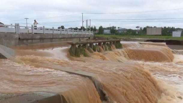 У 14 районах Китаю люди потерпають від сильних дощів та спричинених ними повеней