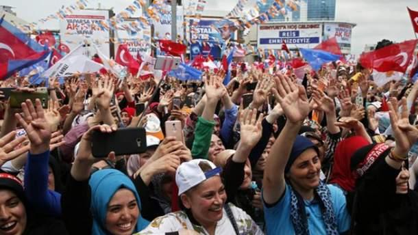 В Турции завершились досрочные выборы президента и парламента