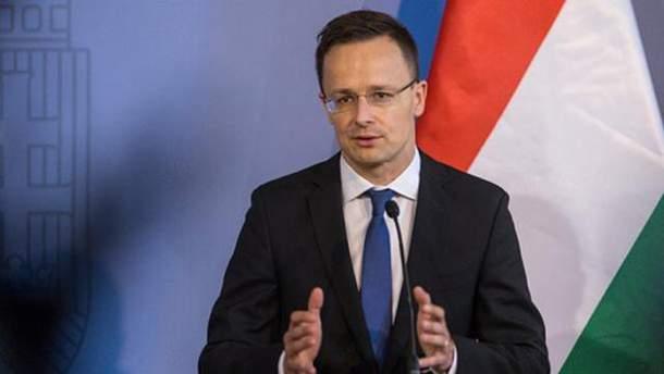 Сийярто заявил, что война с Россией не может быть оправданием нарушения прав венгров в Украине