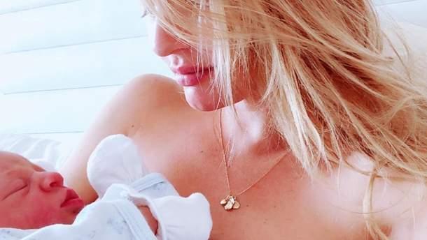 Кендіс Сванепул з новонародженим сином Арієлем
