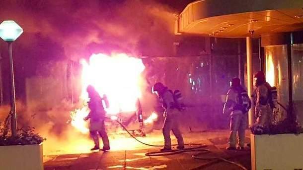 Після удару транспортний засіб загорівся.