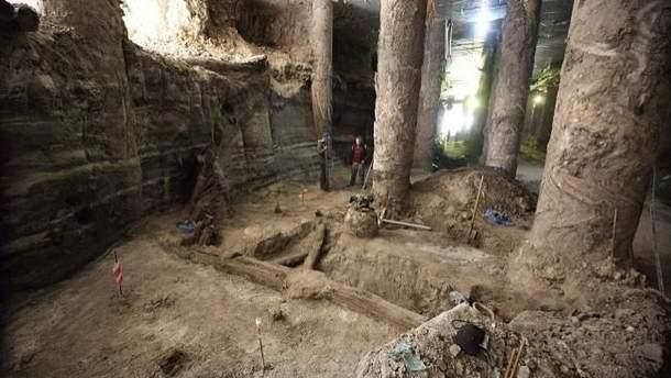 Розкопки на Поштовій площі