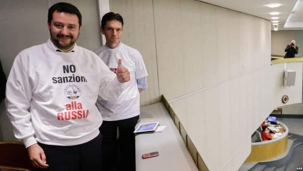Матео Сальвини в футболке с призывом снять санкции с РФ