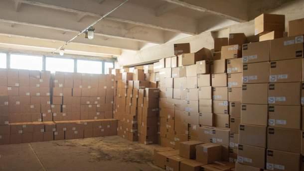 На склад в Киев доставили первые наборы LEGO для первоклассников: фото