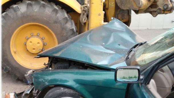 В Одессе пьяный водитель протаранил трактор: есть пострадавшие